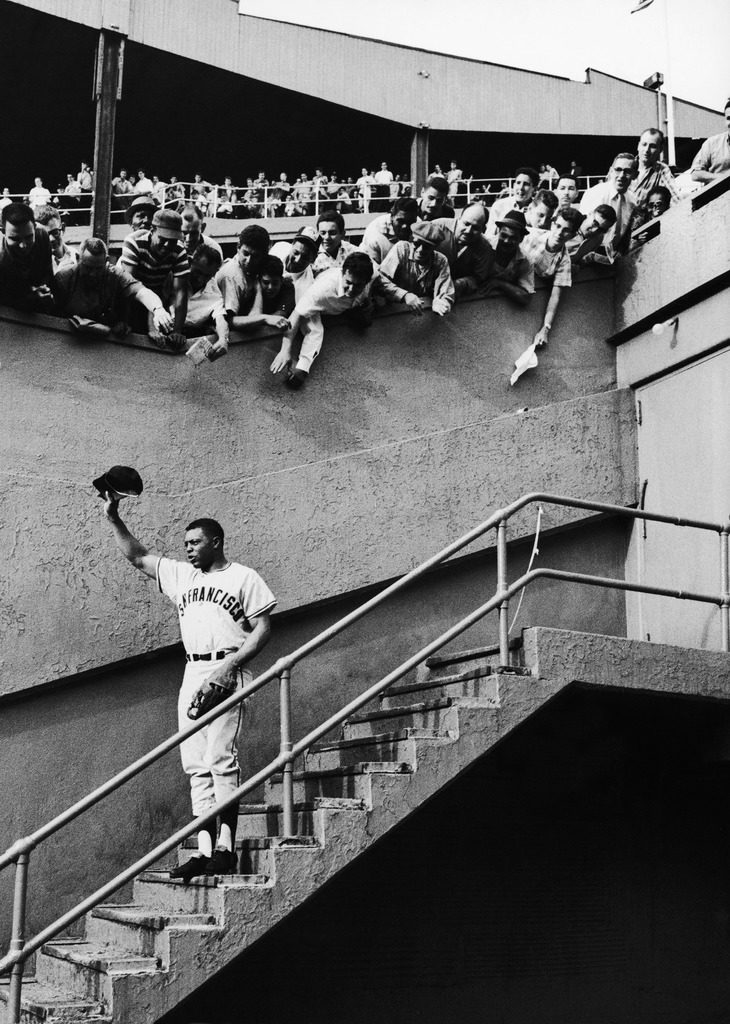 Fans welcoming Giants star Willie Mays at Polo Grounds. (Photo by Arthur Rickerby/The LIFE Picture Collection © Meredith Corporation)