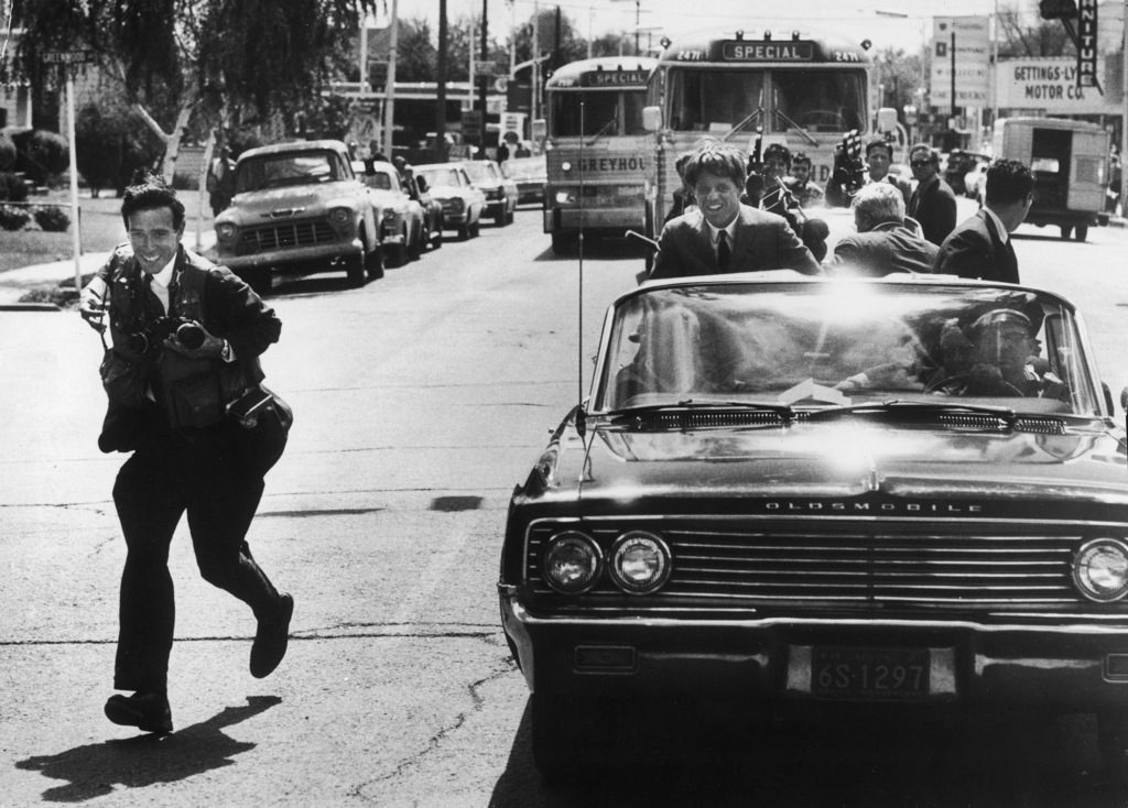 Photographer Bill Eppridge (L) covering Robert Kennedy's campaign. (Photo by Burton Berinsky/The LIFE Images Collection)