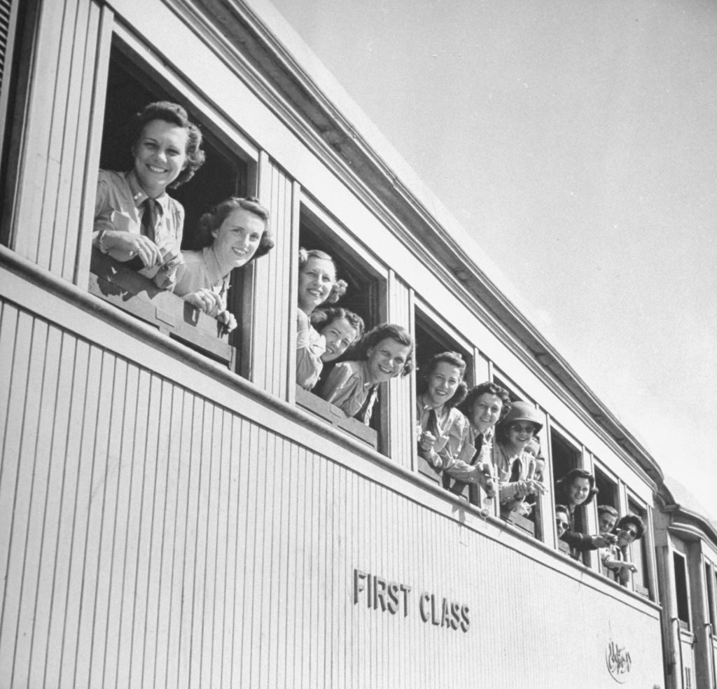 US Army nurses arriving in the Middle East. (Photo by Bob Landry/The LIFE Picture Collection © Meredith Corporation)