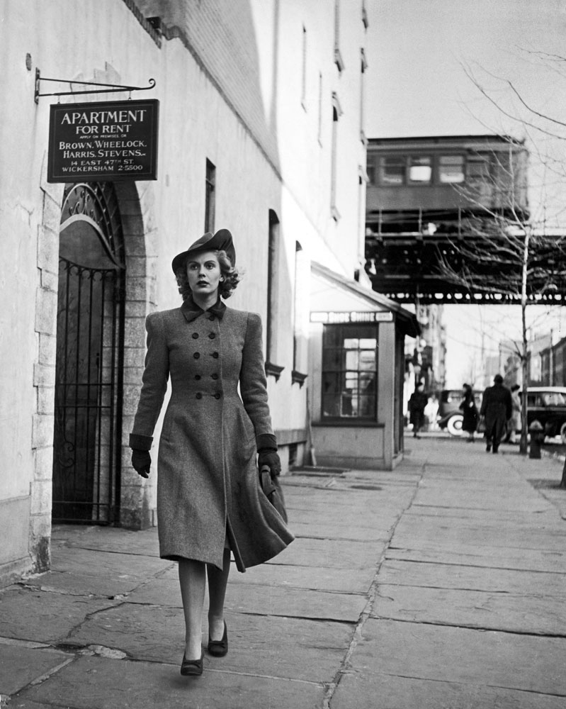 Model Carol Lorell walks down the street in the east '60s of Manhattan in January 1940.