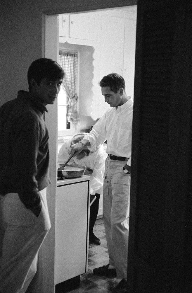 Paul Newman and Anthony Perkins cook eggs in Newman's kitchen in 1958 in Hollywood.
