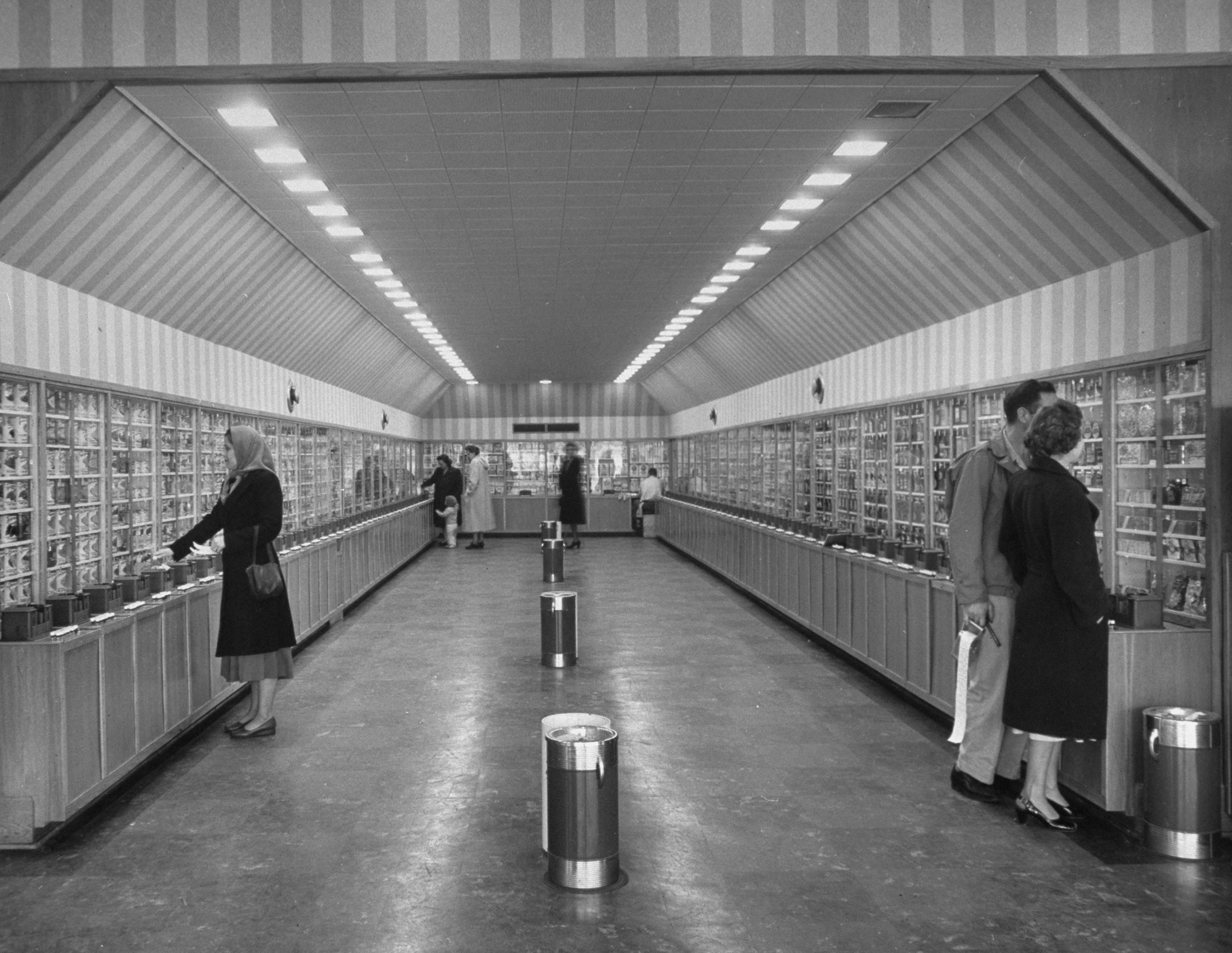 Keedoozle, a fully automated grocery store, Memphis, Tenn., 1948.