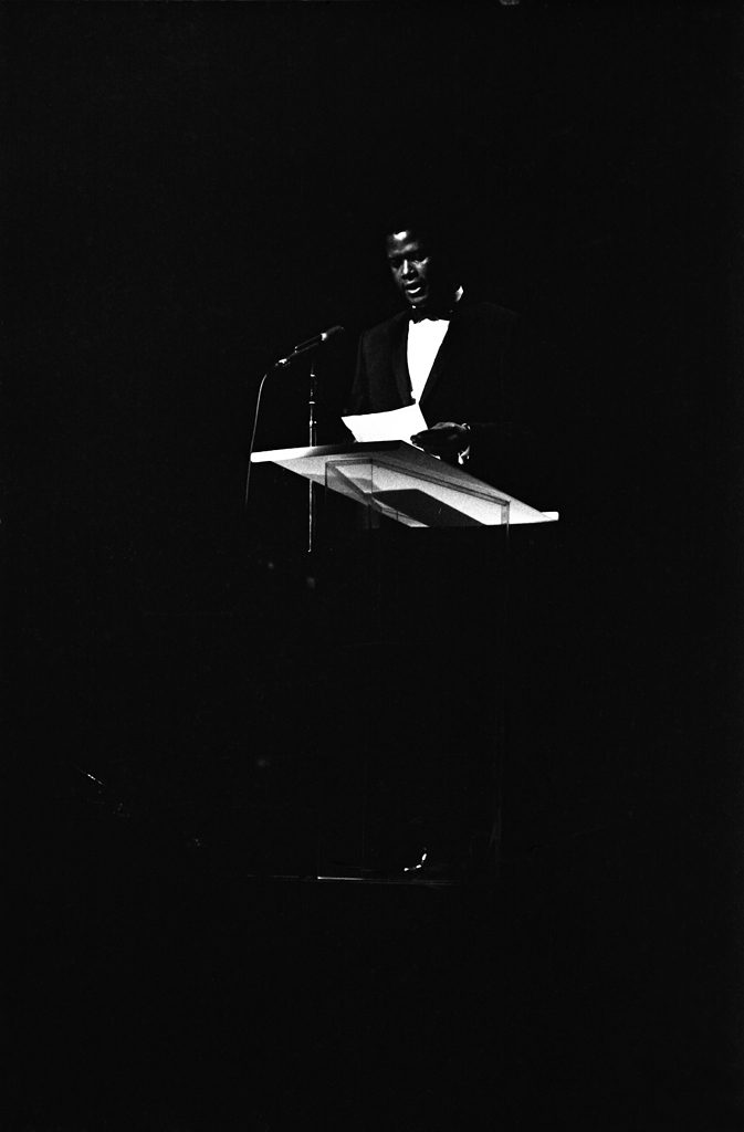 Sidney Poitier reads a statement at the Inaugural Gala.