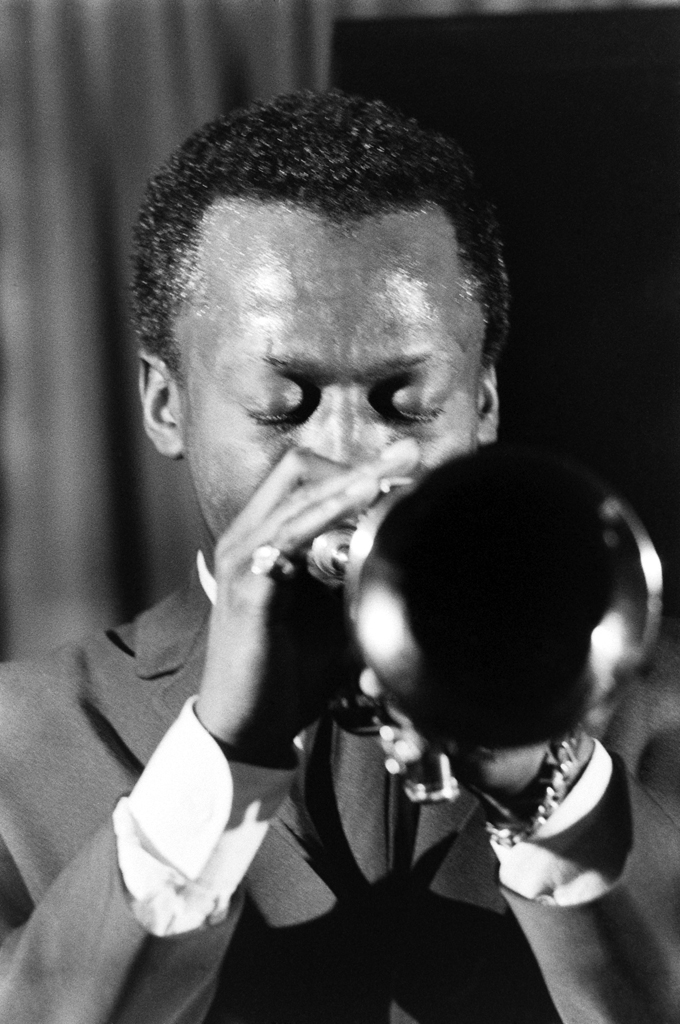 Picture of Miles Davis playing his trumpet in New York, 1958