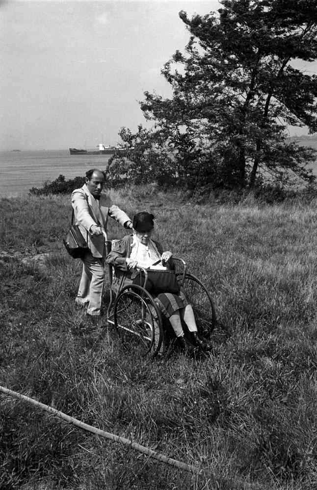 Alfred Eisenstaedt and Alice Austen in Staten Island, NY