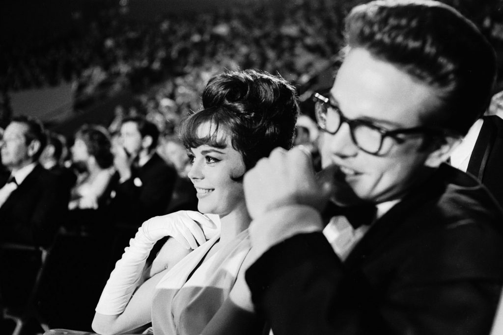 Natalie Wood and Warren Beatty attend the 1962 Academy Awards.