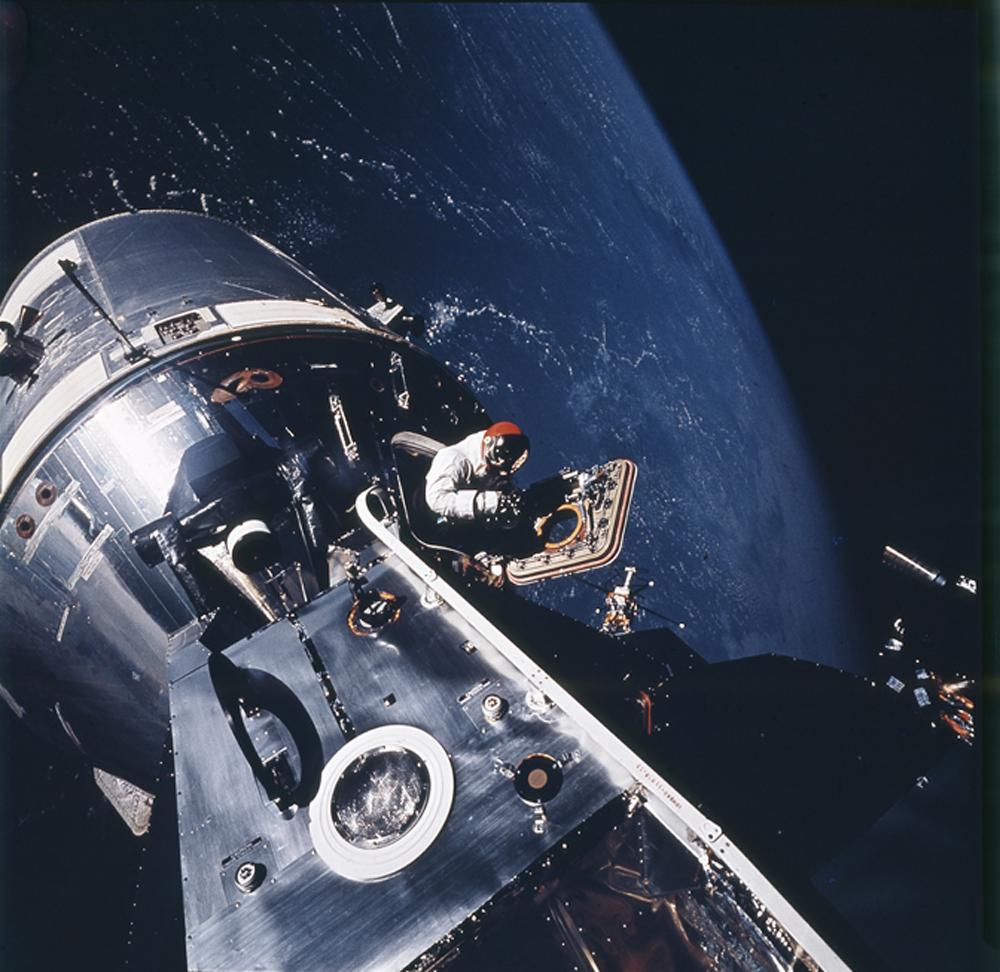 Apollo 9, March 1969. On the fourth day of the mission, astronaut David Scott stood in the open hatch of the command module and scanned the blue earth below.
