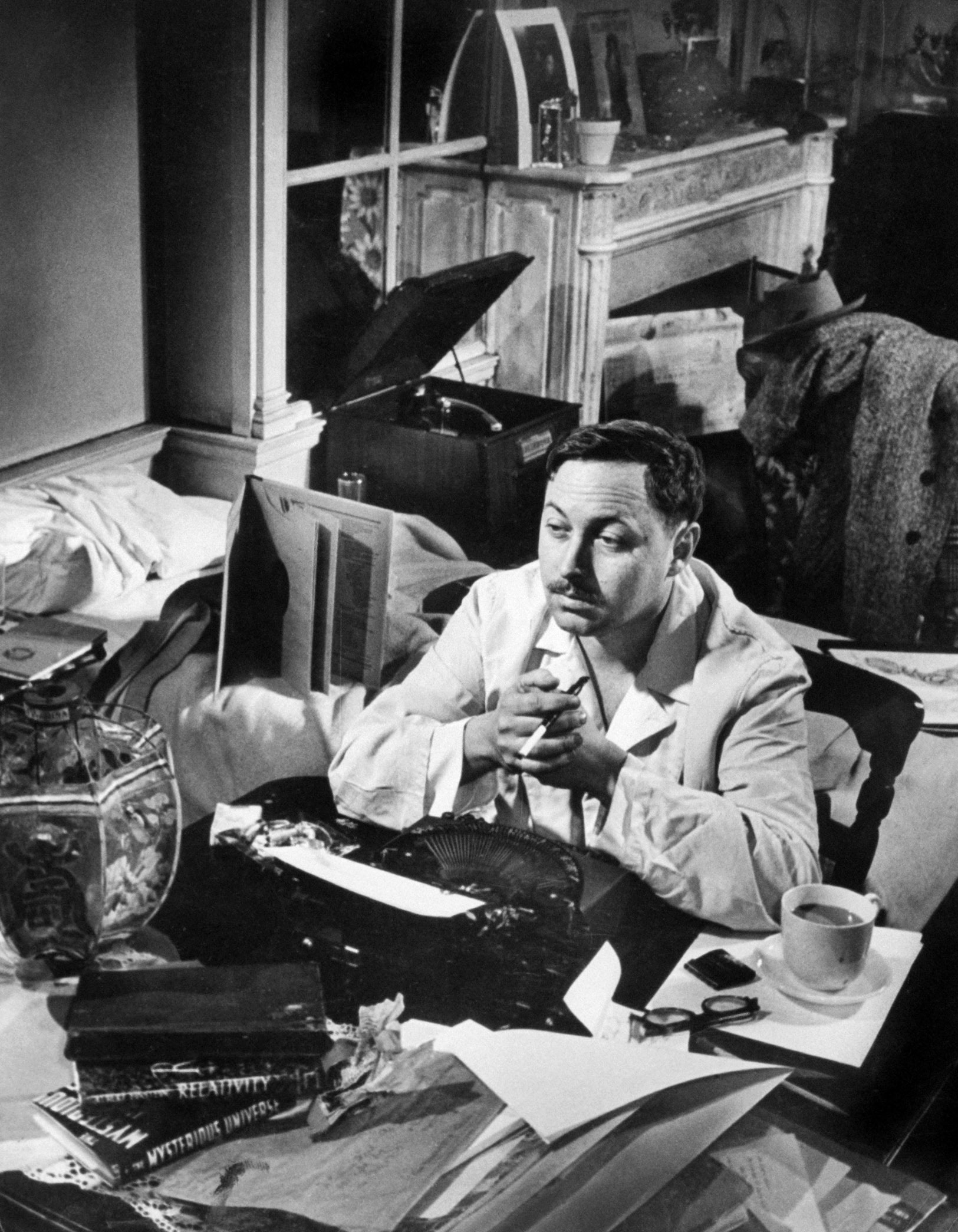 Tennessee Williams at his typewriter in New York in 1948.