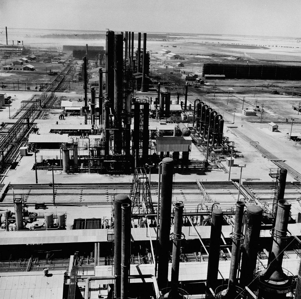 Bahrain oil refinery, 1945.