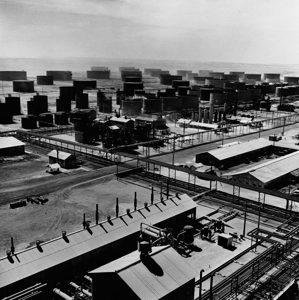 Bahrain oil refinery, 1945