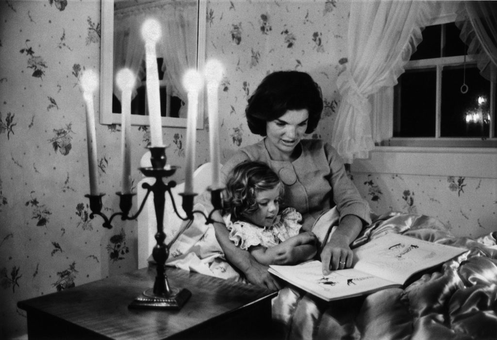 Jackie Kennedy reads to her daughter, Caroline, in Hyannis Port, Mass., in 1960.