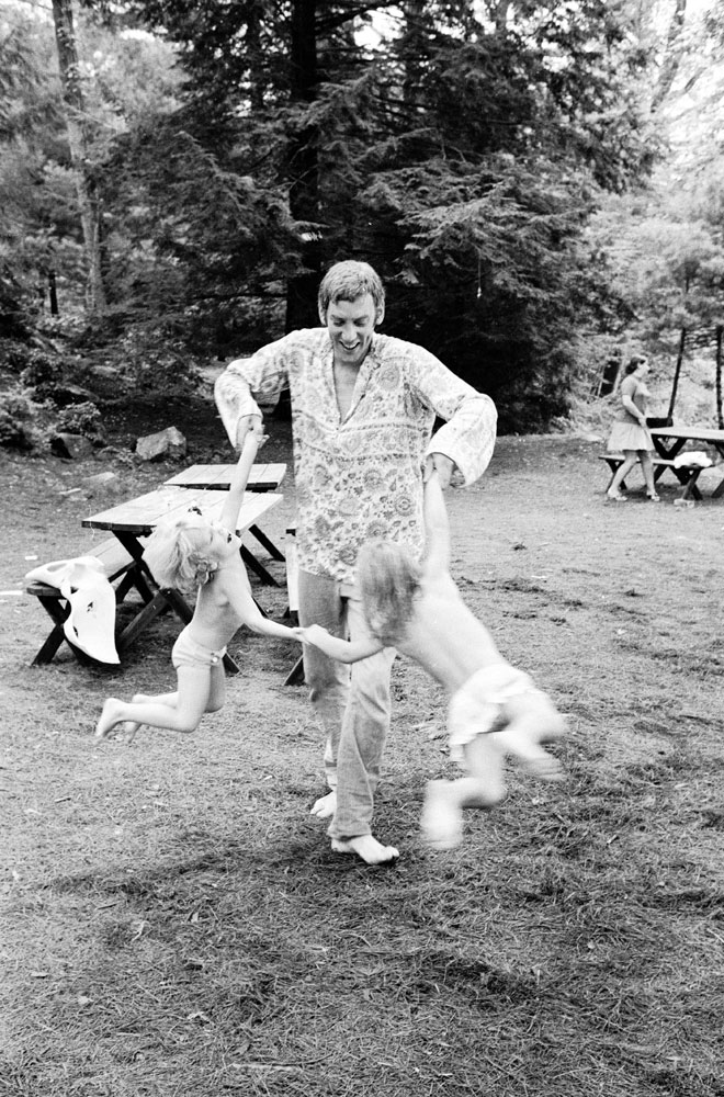 Donald Sutherland and his children, twins Kiefer and Rachel, in California, 1970.
