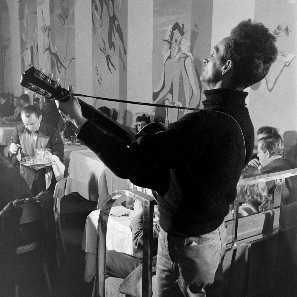 Woody Guthrie in New York, 1943.