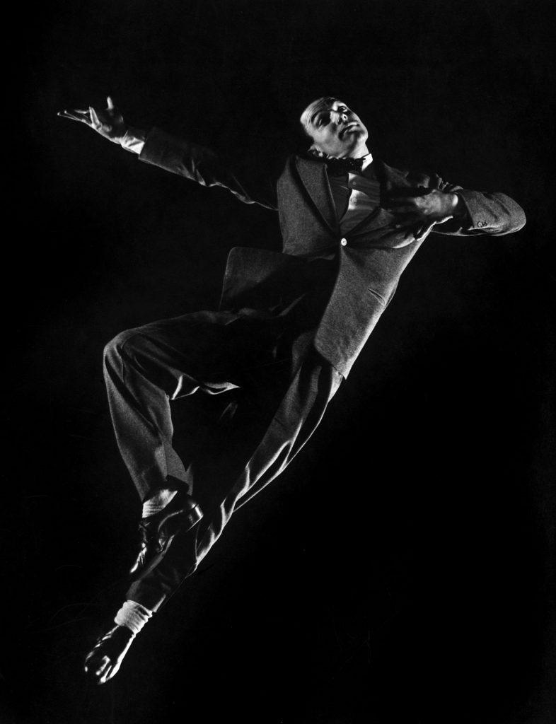 Gene Kelly dancing, 1944.