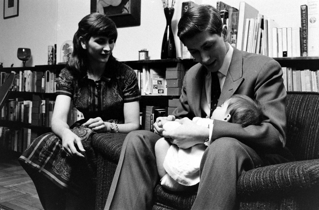 Bobby Fischer with his half-sister, Joan, and her daughter, Elisabeth, 1962.
