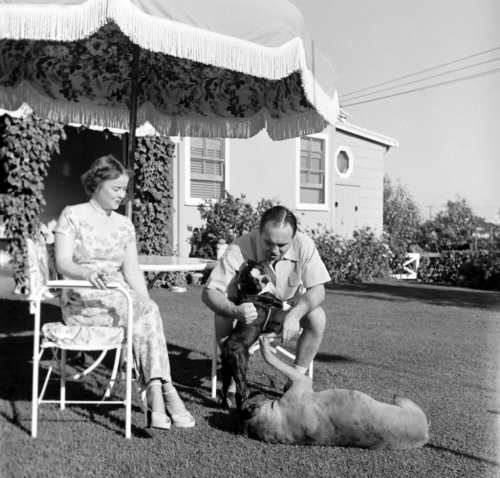 Mickey Cohen with his wife, LaVonne, at home, 1949.