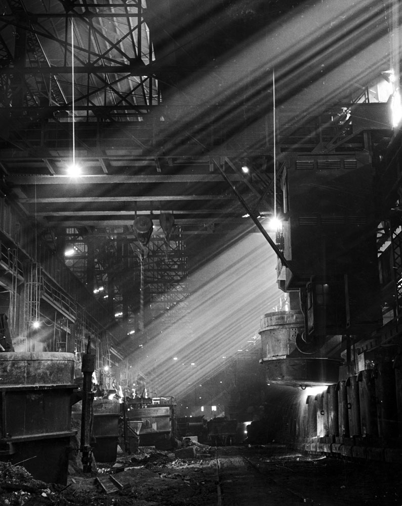Pouring ingots at an Illinois steel plant, 1944.