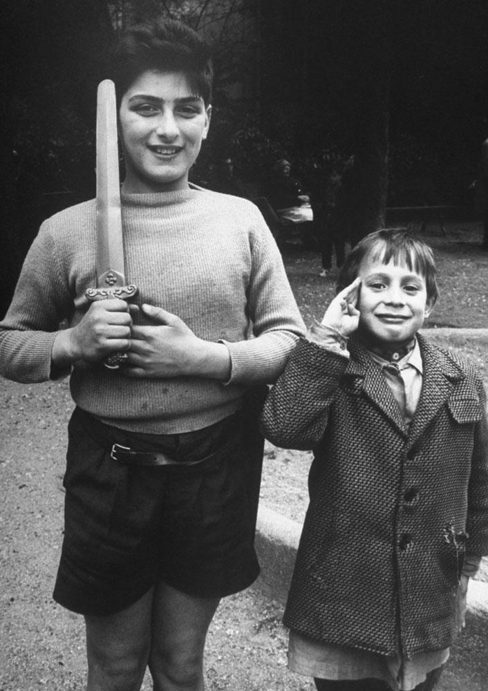 Children duelists on the Rue Mouffetard, Paris, 1963.