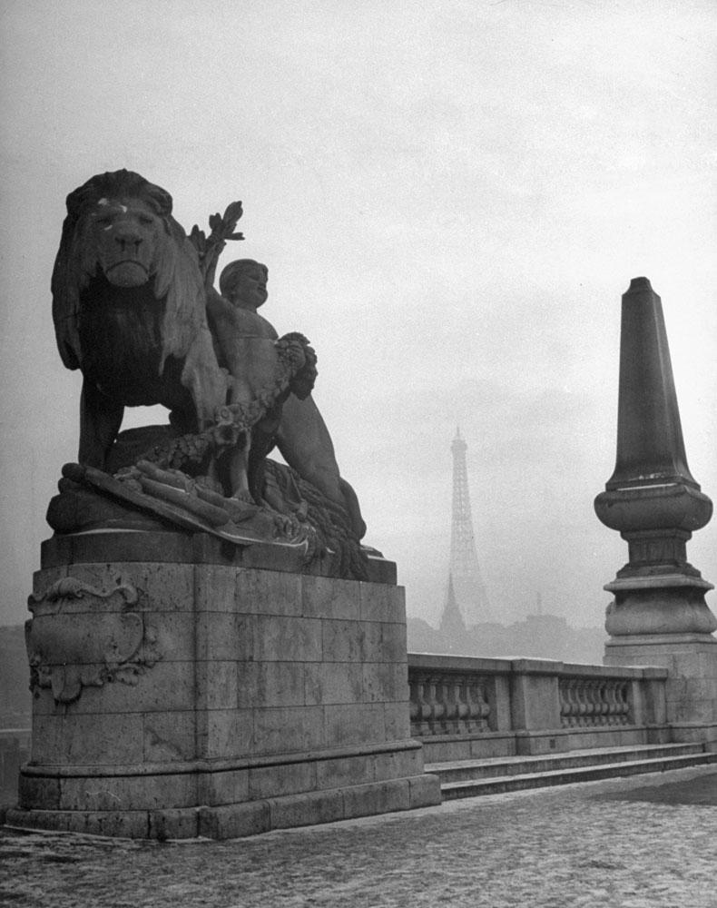Pont Alexandre III bridge, Paris, 1946.