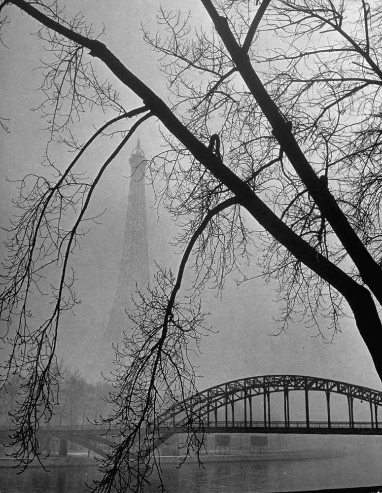 Passerelle Debilly bridge on a foggy winter day with the Eiffel Tower in the background, 1946.