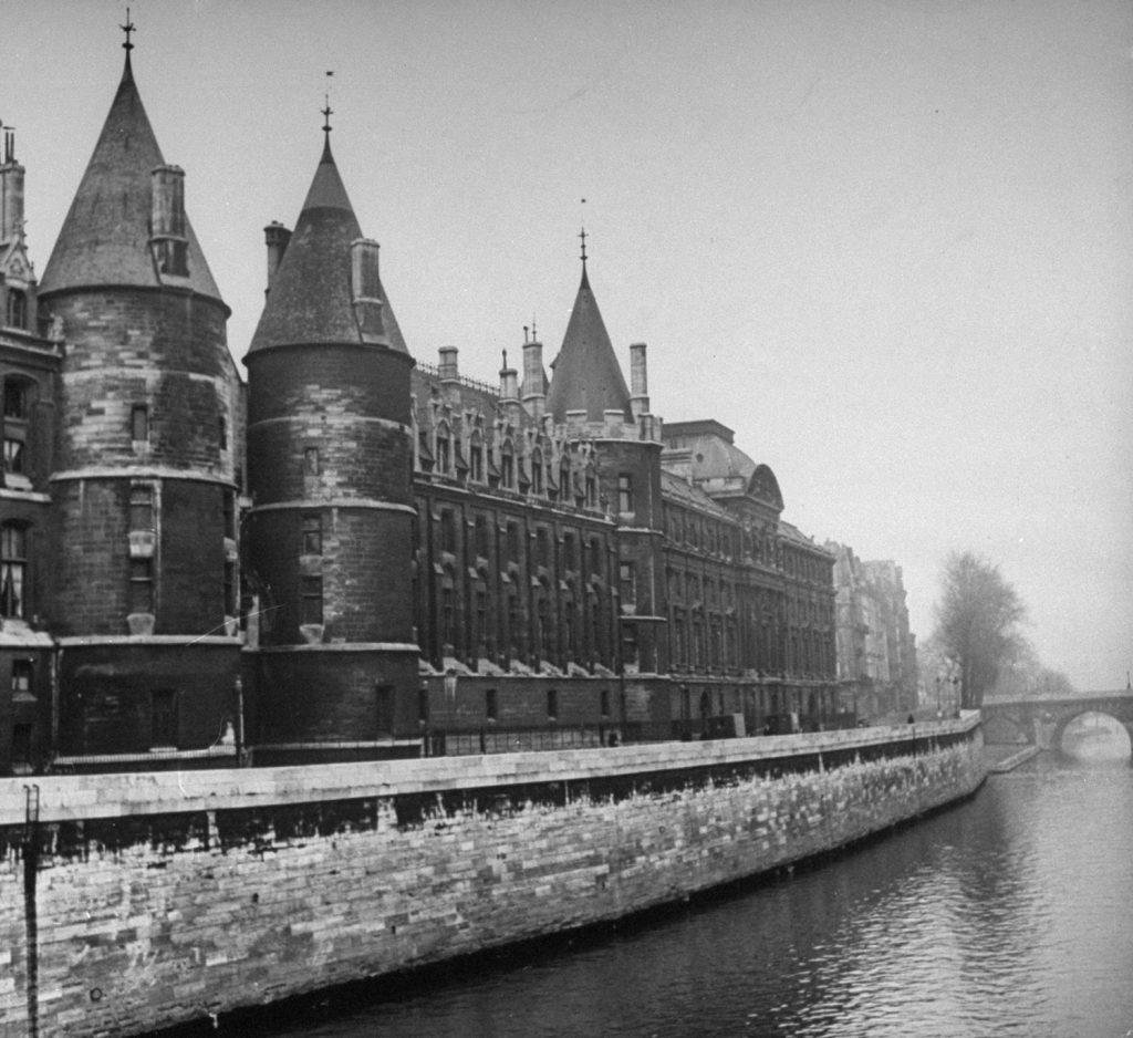 Conciergerie, Paris, 1946.
