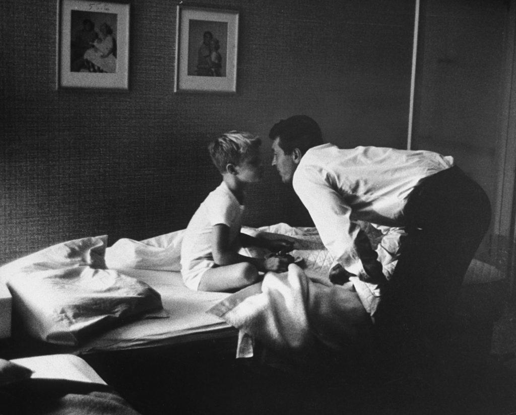 Dean Martin and son, 1958