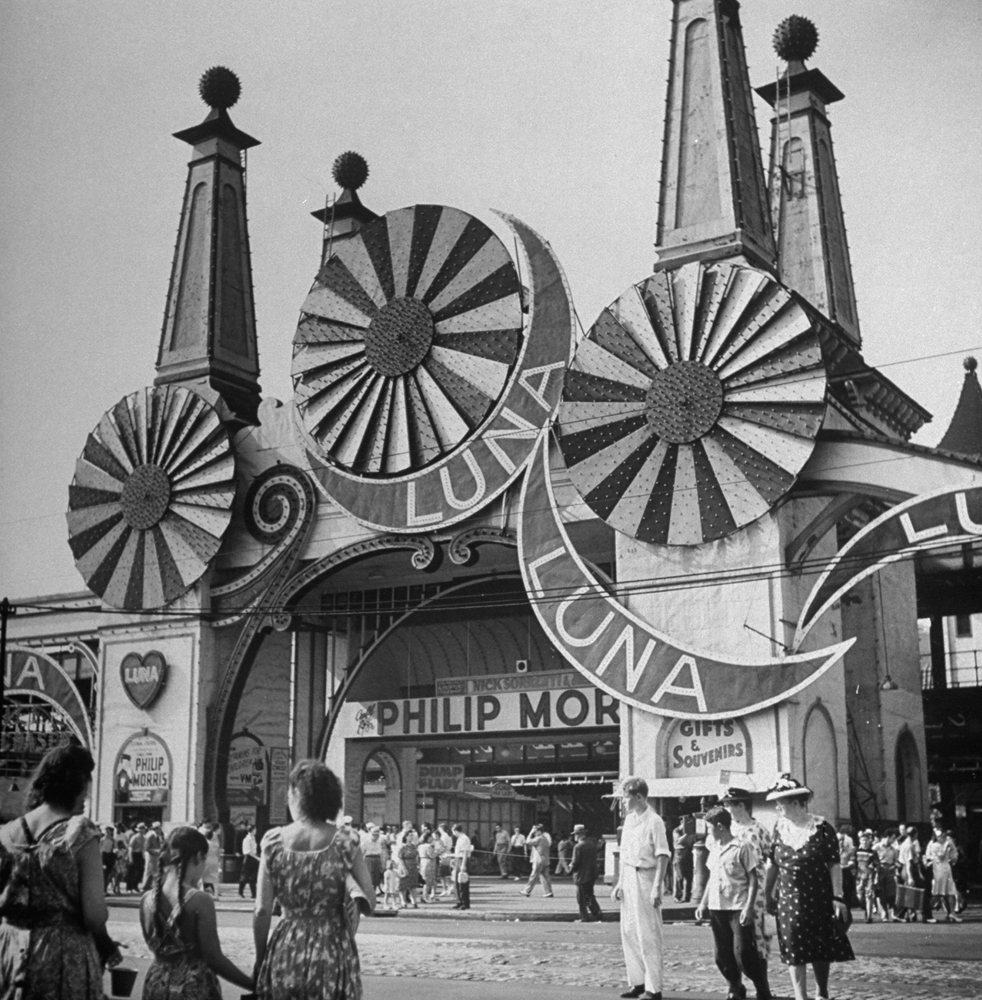 Coney Island, Brooklyn, New York, 1944.