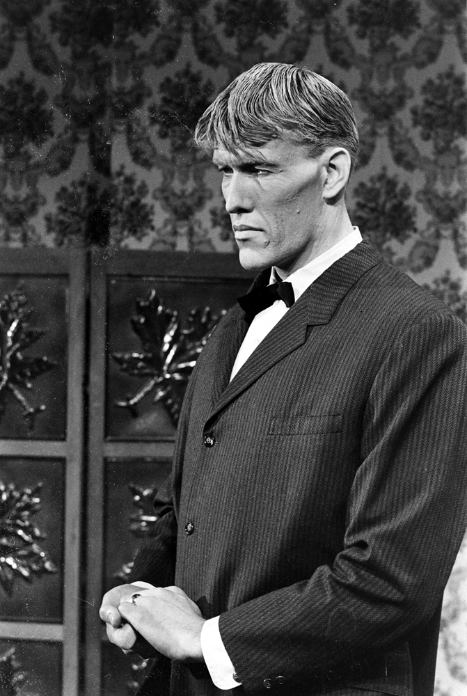 Ted Cassidy, who was cast as Lurch -- and whose hand was also occasionally seen onscreen as Thing.