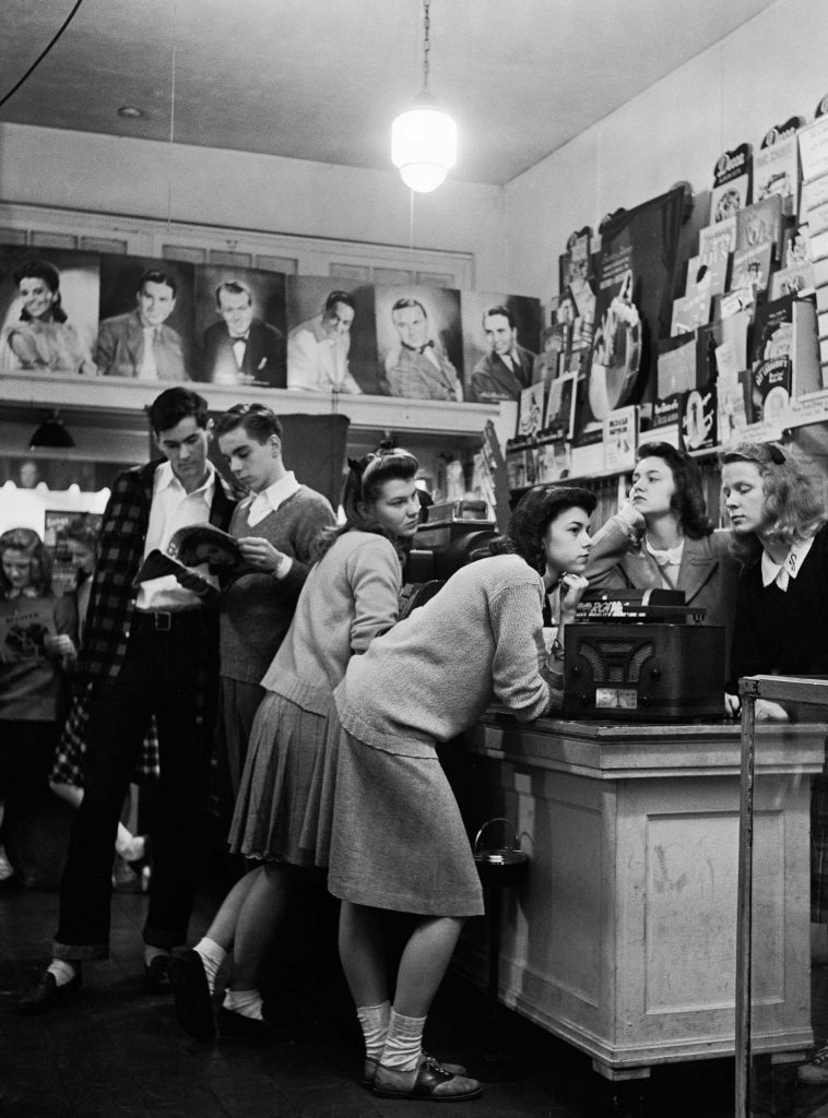 Teenagers listen to records in 1944.