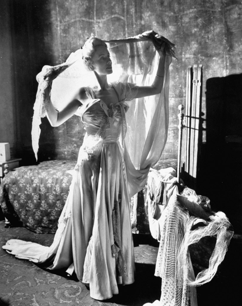 Blanche DuBois, is a Southern girl who lives in a make-believe world of grandeur, preens in faded evening gowns and makes herself out to be sweet, genteel and deliccate. She comes to visit her sister Stella and brother-in-law in the French quarter of New Orleans.