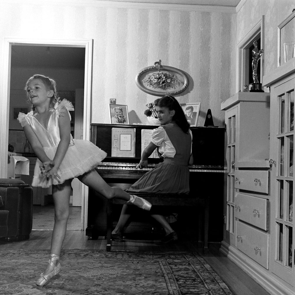 Natalie Wood practices as her 16-year-old sister Olga plays a Chopin waltz, 1945.