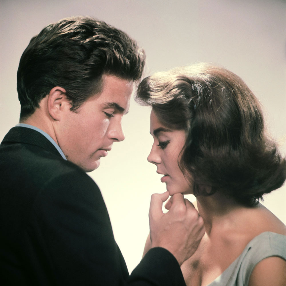 Natalie Wood and Warren Beatty pose for a portrait for Splendor.