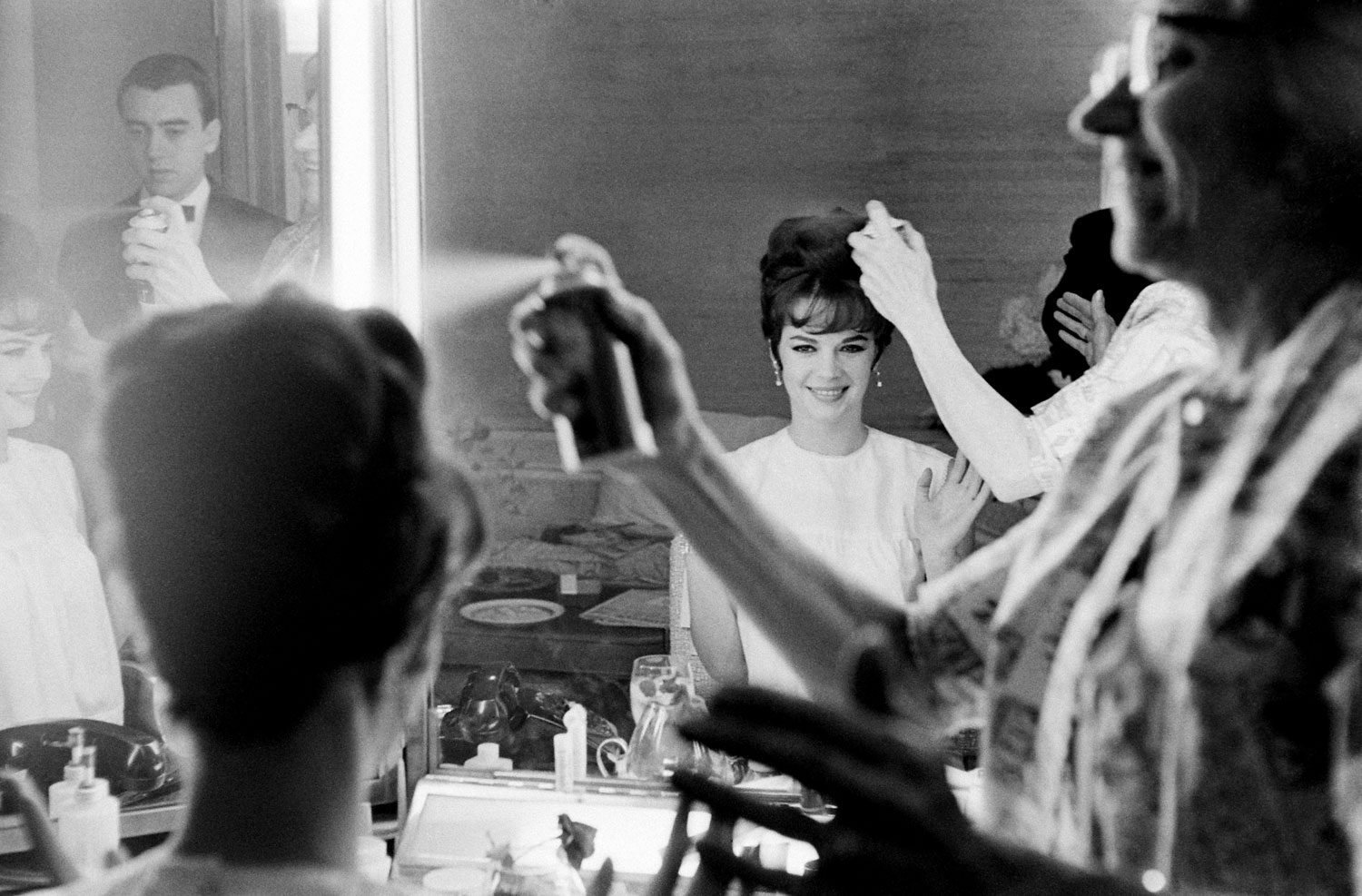 Natalie Wood gets the final touches on her updo with hair spray before the Academy Awards in April 1962.