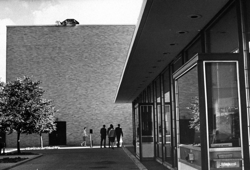 Walled-in glass bank designed by Eero Saarinen, 1967.