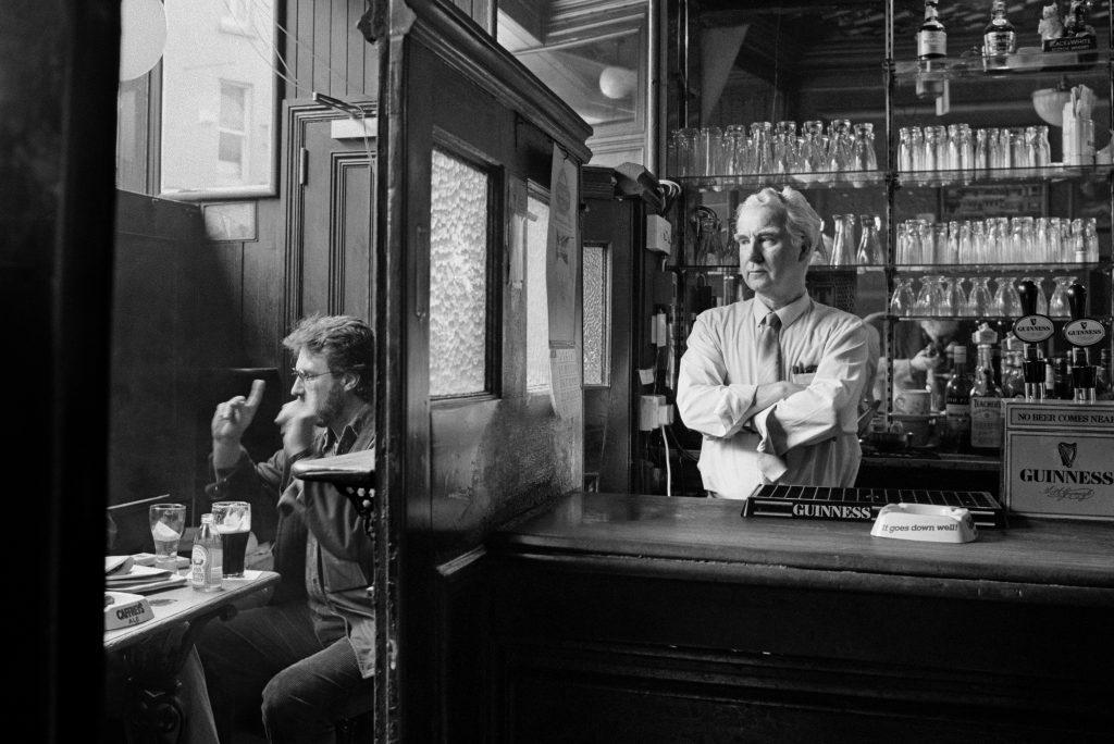 Tom Nesbitt tends his bar. Doheny & Nesbitts Pub, Dublin, 1987.