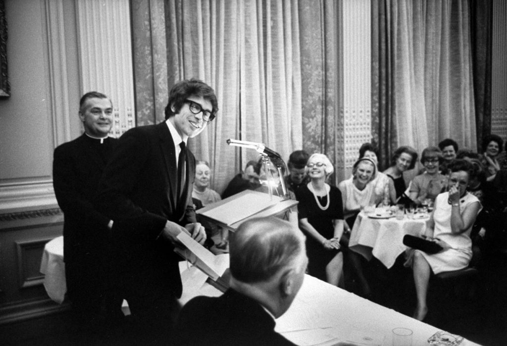 Warren Beatty accepting an award in 1968.